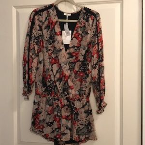 Joie floral romper size small with tags!